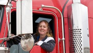 Women-Truckers-700x400